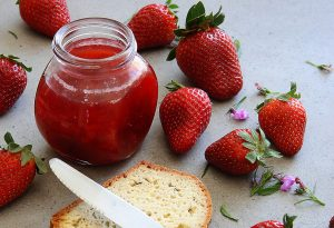 KETO LOW CARB Jam strawberries BANTING LCHF KETOSIS KETOKIDS HEALTHY DELICIOUS LOSEWEIGHT GUTHEALTH THERMOMIX BELLINI